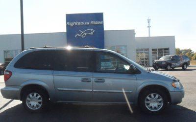 2005 Chrysler T & C Touring (light blue)